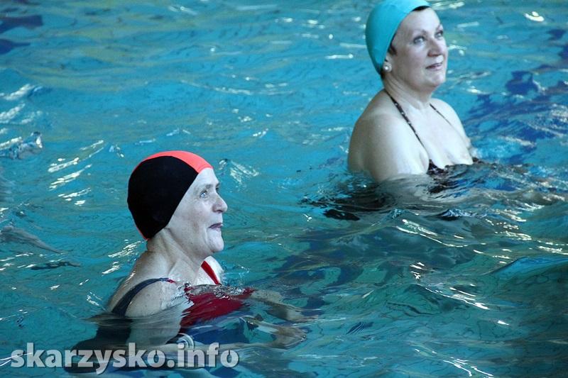 Aqua aerobik – na czym polega i zalety ćwiczeń w wodzie - Ćwiczenia - sunela.eu